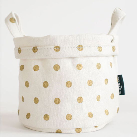 {This canvas bucket would be adorable in my office!}