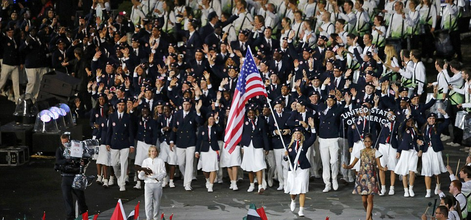 Flag bearer Mariel Zagunis of the U.S. holds the national flag as she leads the contingent in the athletes parade during the opening ceremony of the London 2012 Olympic Games at the Olympic Stadium July 27, 2012. REUTERS/Jorge Silva (BRITAIN - Tags: SPORT OLYMPICS)